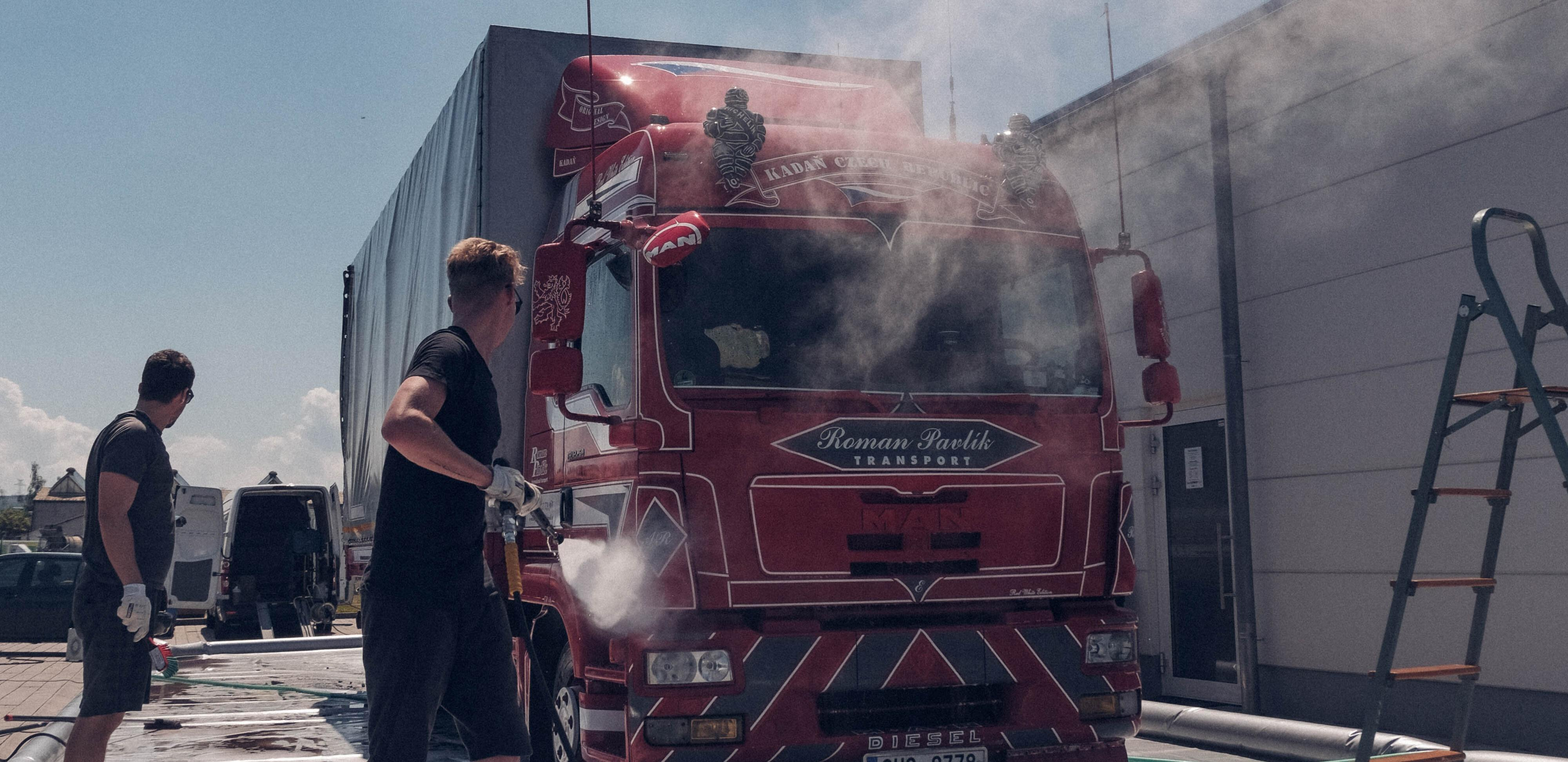 Mobilní mytí nákladních vozů